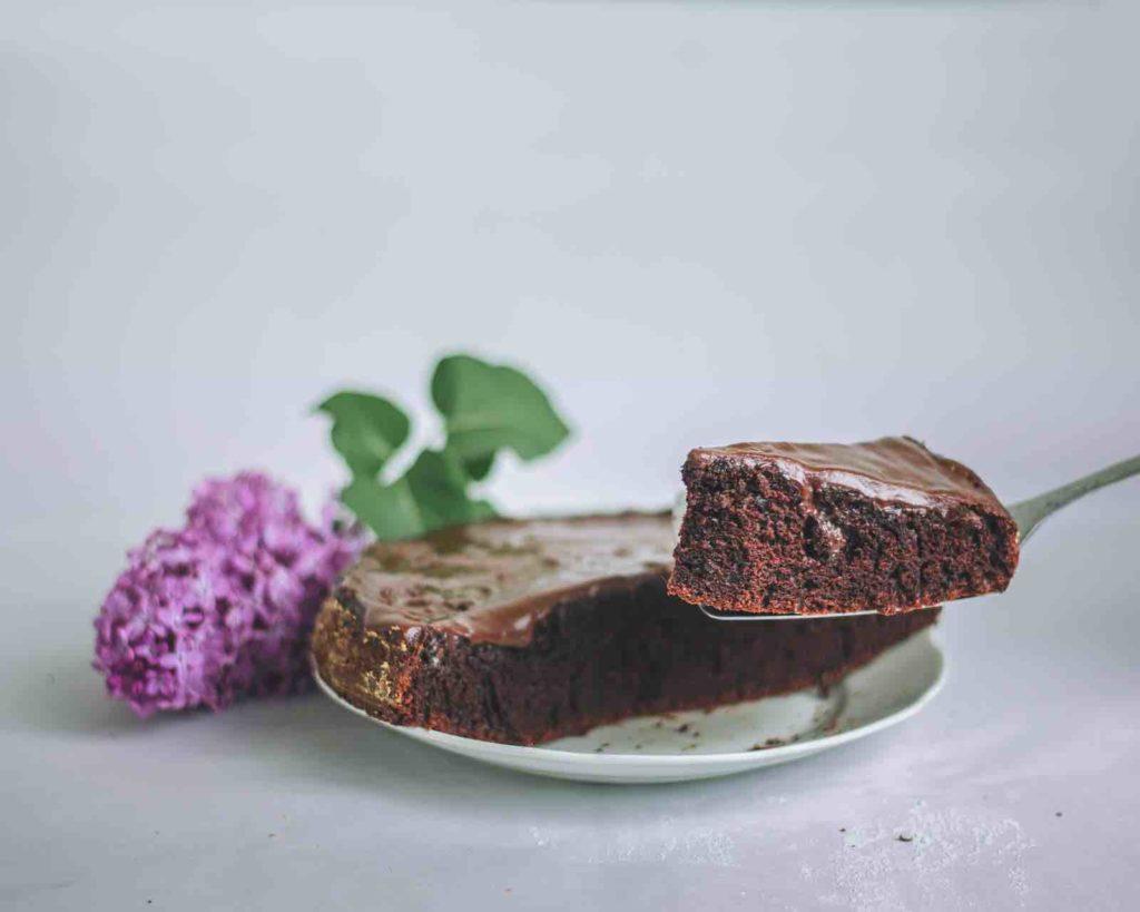 Réalisation d'un gâteau au chocolat avec ses enfants.